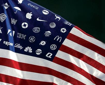 Американские корпорации на фоне флага США